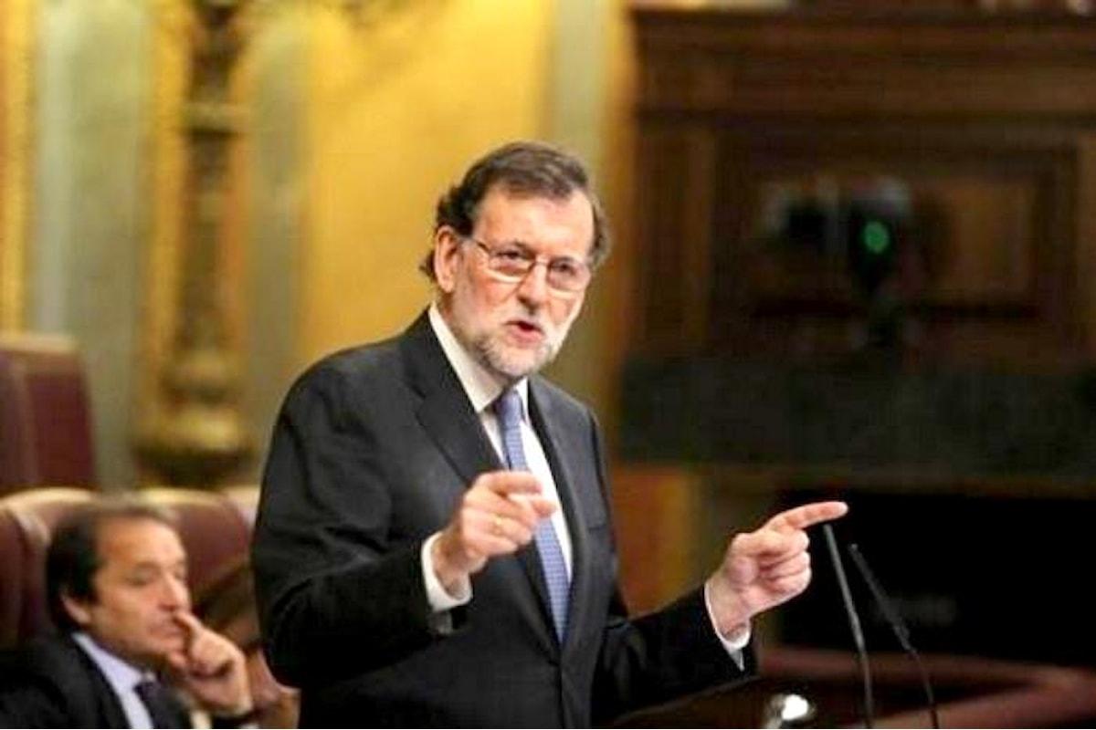 Rajoy limita il perimetro di dialogo con Puigdemont, ma prima vuole sapere se martedì sia stata o meno dichiarata l'indipendenza