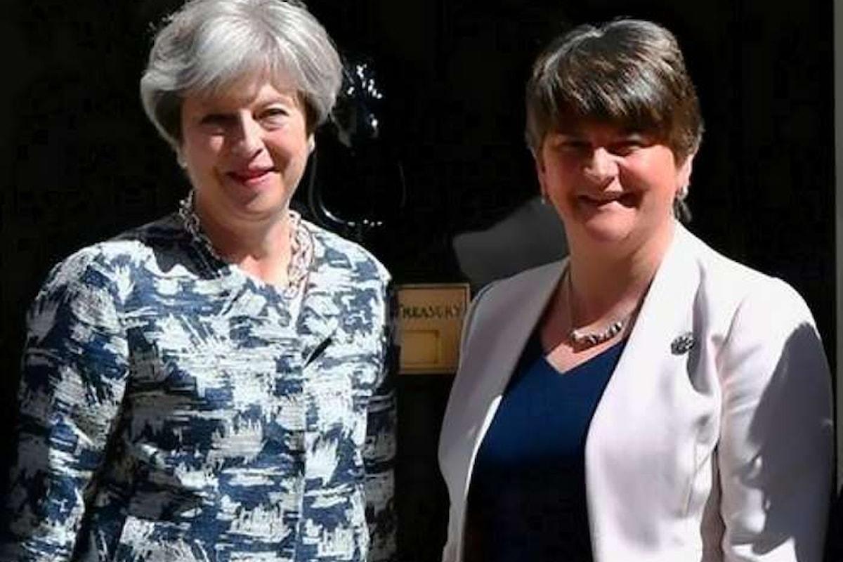 Theresa May compra il sostegno del DUP con 1 miliardo di sterline