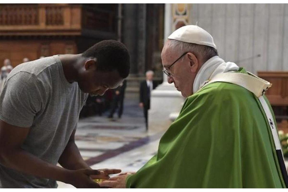 Ed il Papa celebra una messa per i migranti a cinque anni dal suo viaggio a Lampedusa