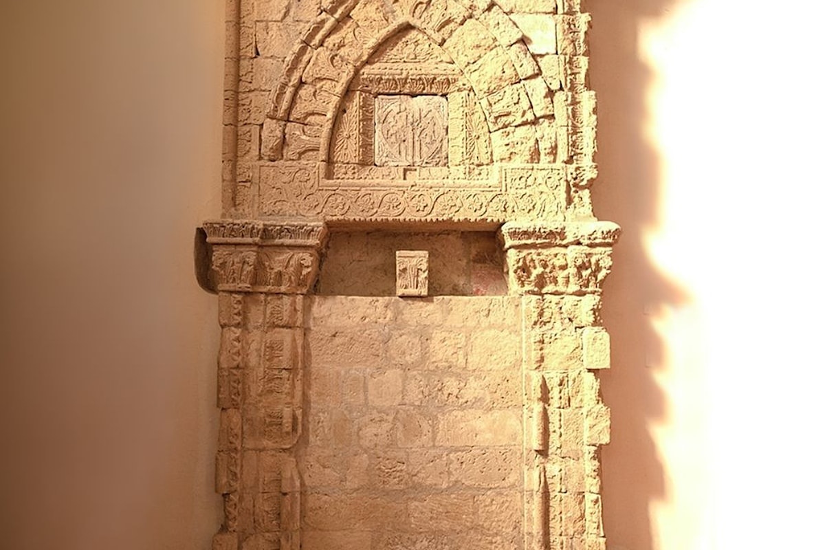 Alla scoperta del bellissimo Aron ebraico di Agira, in Sicilia. Per decenni fu creduto un portale