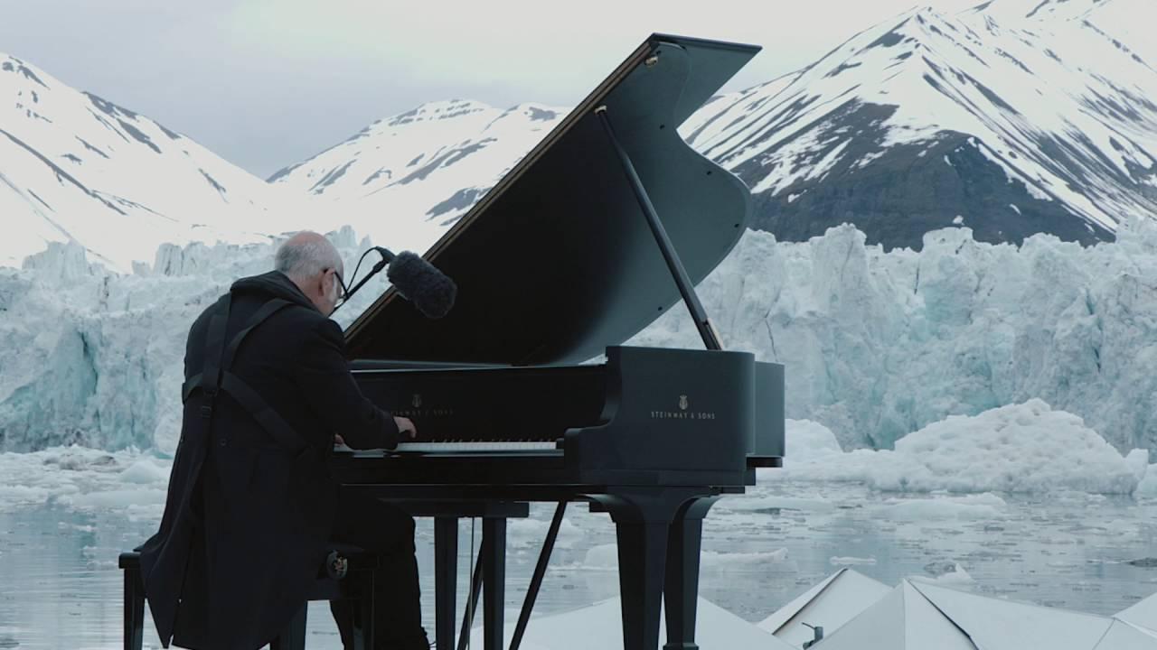 Einaudi e il suo pianoforote: Greenpeace per l'Artico