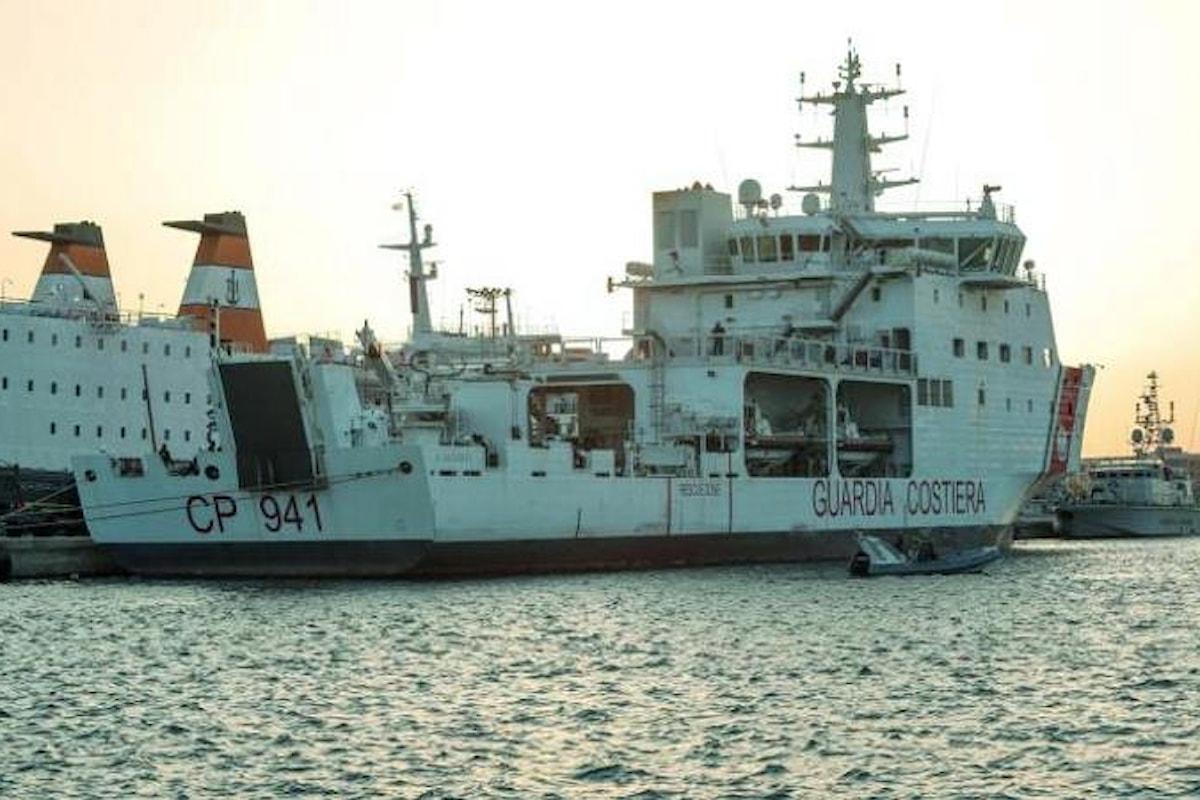Niente Libia. La Diciotti attraccherà a Catania, ma i migranti non sbarcheranno finché non lo dirà Salvini
