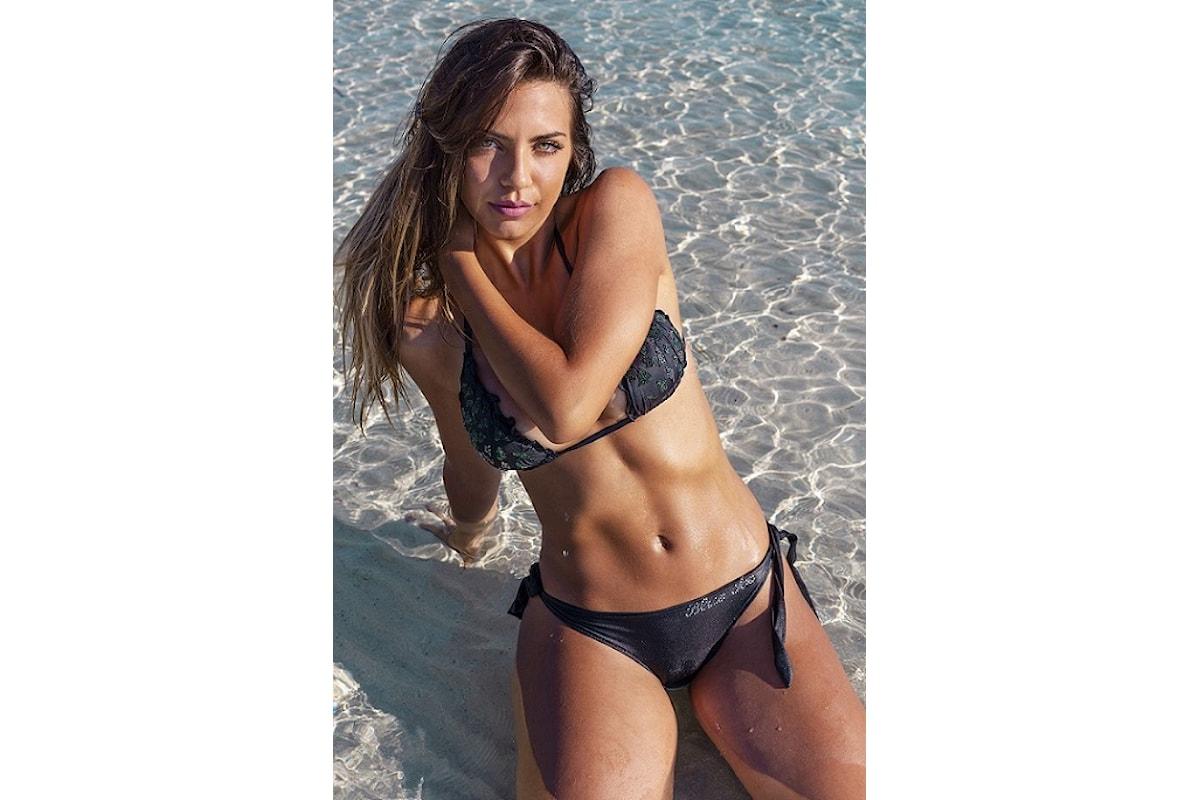 Chic e charmant Marta Delogu è la protagonista della nuova Beachwear Collection 2018 di Eles Italia