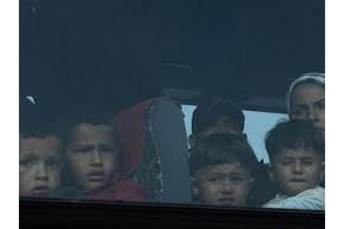 Iniziata l'evacuazione di 8.000 rifugiati dal campo di Idomeni