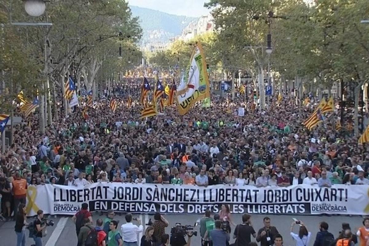 In attesa della risposta di Puigdemont, a Barcellona si manifesta per la libertà di Jordi Sànchez e Jordi Cuixart