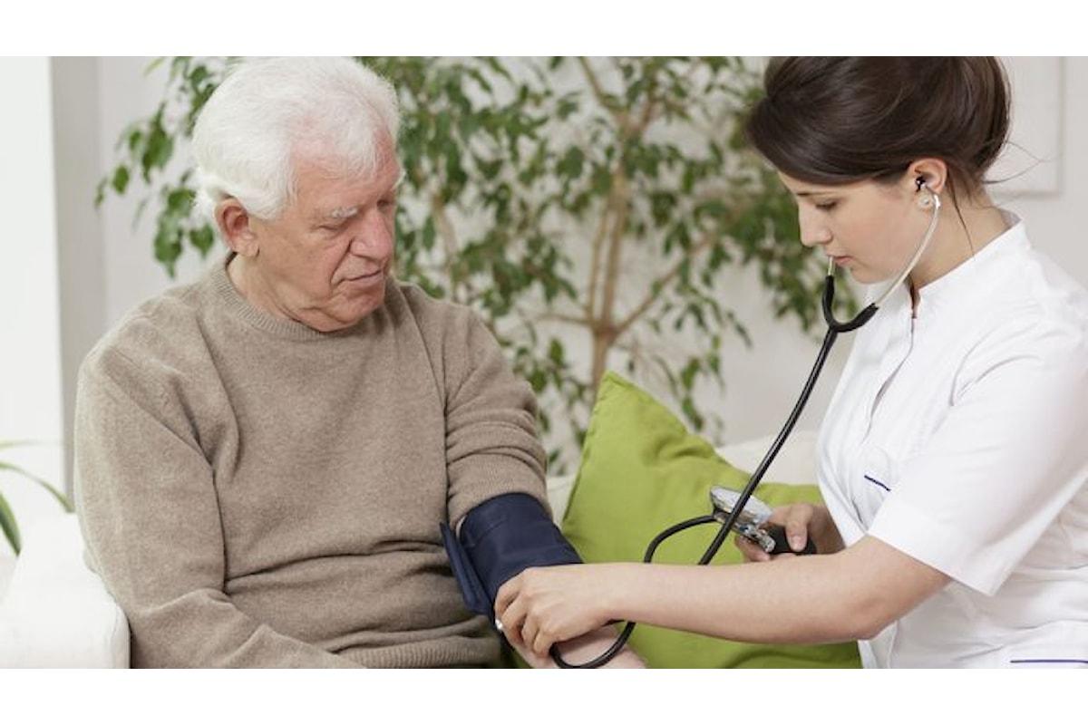 Pressione anziani: scopri come misurarla correttamente e come valutare lo stato di salute del paziente